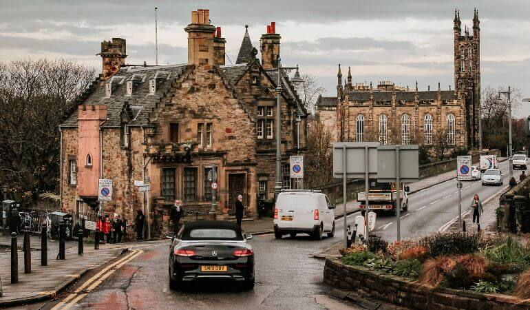 PIcture of the streets of Edinburgh in Scotland